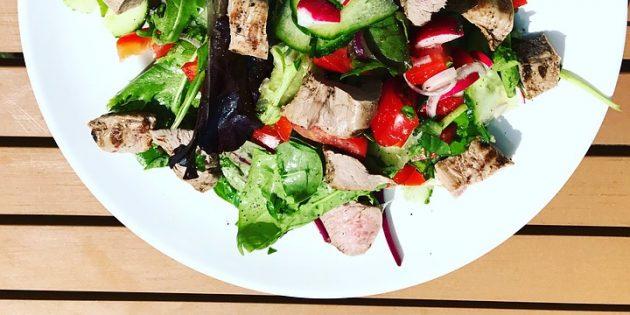 диетические салаты: салат с говядиной и печёным баклажаном