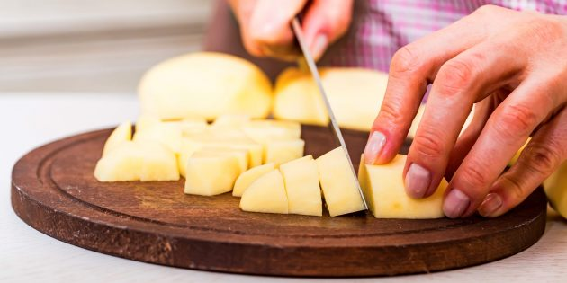 Как и сколько варить очищенную картошку
