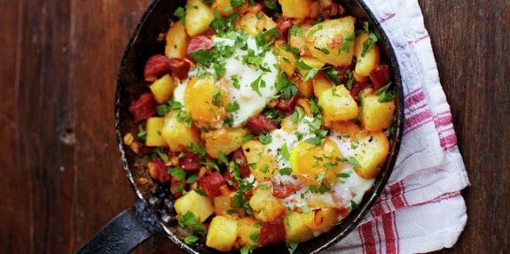 Как приготовить картошку: Яичница с картошкой