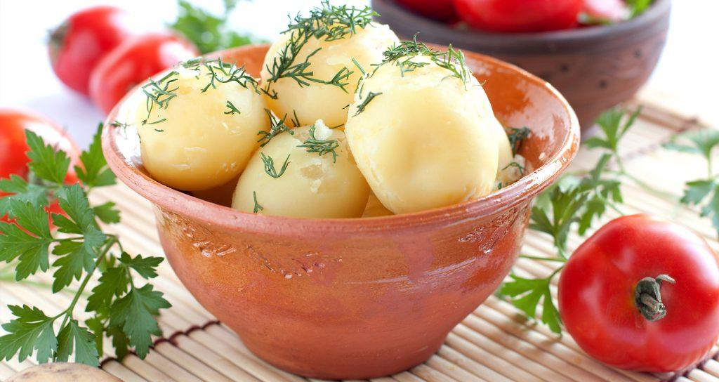 Как варить картошку вмундире, чтобы она неразварилась, ичто делать, если все кастрюли заняты