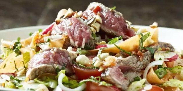 Тёплый салат с говядиной и овощами
