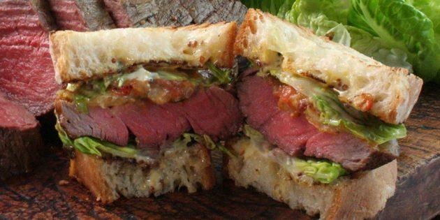 Горячие бутерброды с говядиной и овощной заправкой