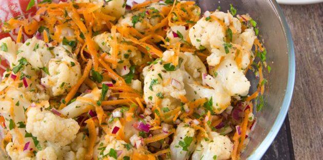 Салат с маринованной цветной капустой и морковью