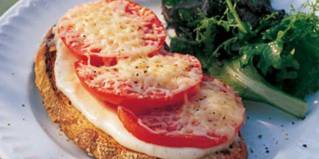 Рецепт горячих бутербродов с помидорами и сырным соусом