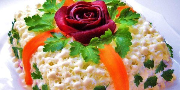 Рецепты новогодних салатов: Салат с шампиньонами «Новогодний подарок»