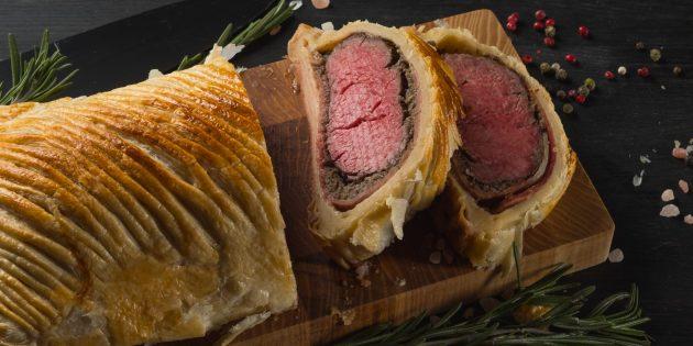 Рецепты мяса в духовке: Говядина с грибами в слоёном тесте