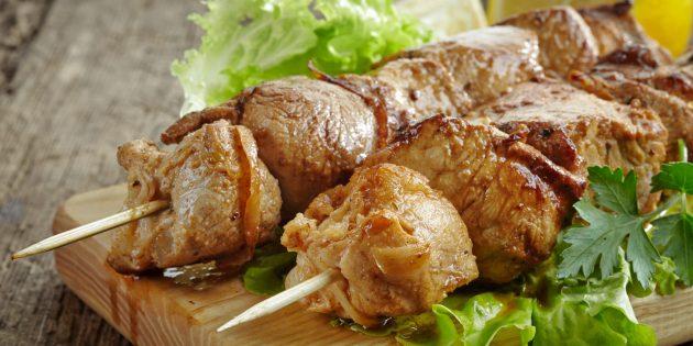 Вкусное мясо в духовке: Свинина на шпажках, запечённая в банке