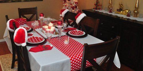 Как украсить новогодний стол: Нарядите стулья