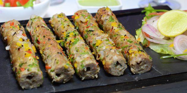 Куриные колбаски с грибной начинкой