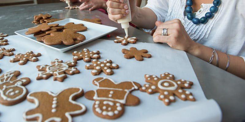 Как украсить новогоднее печенье классической глазурью