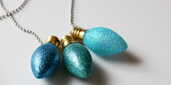 Как сделать новогодние игрушки своими руками: Цветные лампочки