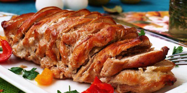 Рецепт вкусного мяса в духовке: свинина с лимоном и грушами, запечённая в рукаве