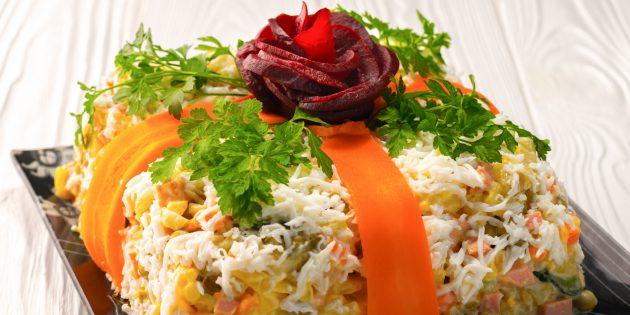 Новогодние блюда: Салат с шампиньонами «Новогодний подарок»