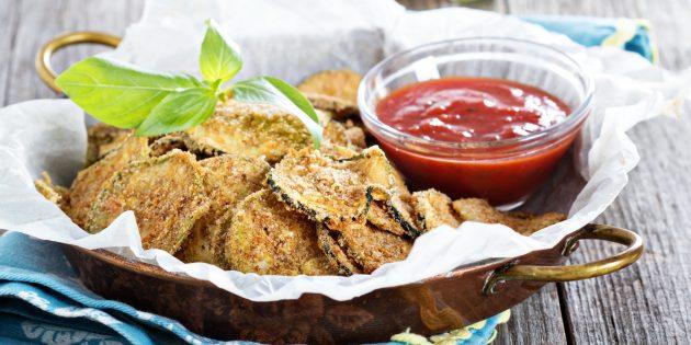 Простые закуски: чипсы из цукини
