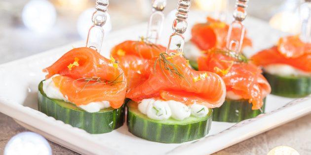 Простые закуски: огуречные корзинки с копчёным лососем
