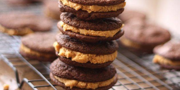 Шоколадные сэндвичи с арахисовой пастой