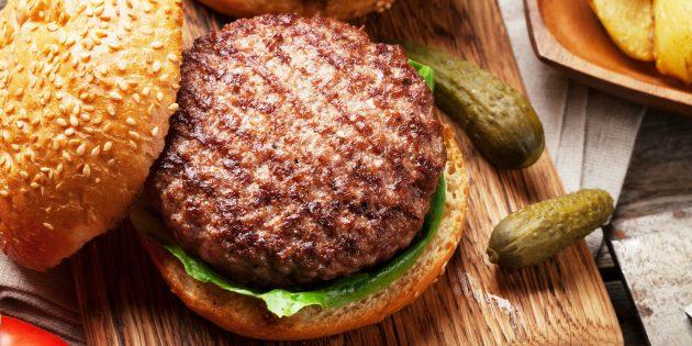 Лучшие блюда из говядины: Бургер с острой говяжьей котлетой от Джейми Оливера