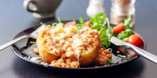 Картошка, запечённая в духовке с горчицей, сыром и фасолью