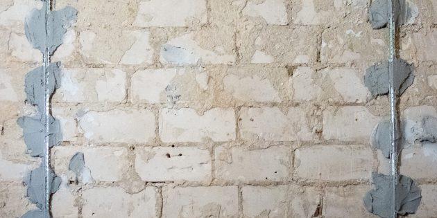 Штукатурные маяки на стене