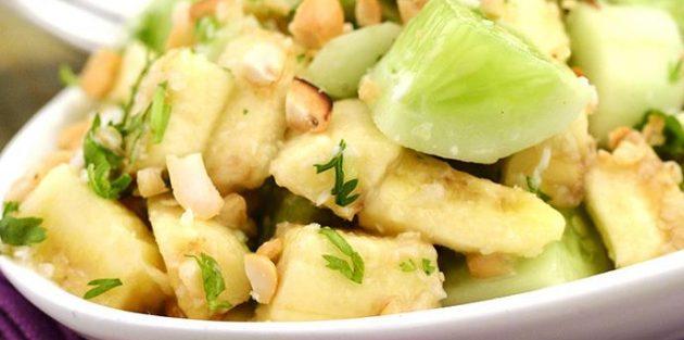 Салат с бананами и огурцом