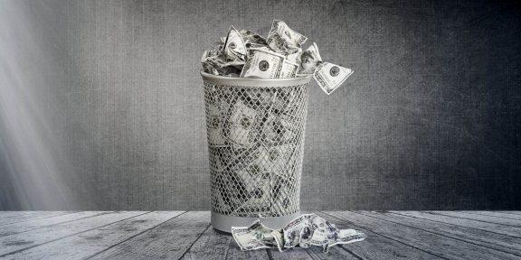 Подкаст Лайфхакера: 20 вещей, на которые не стоит тратить деньги