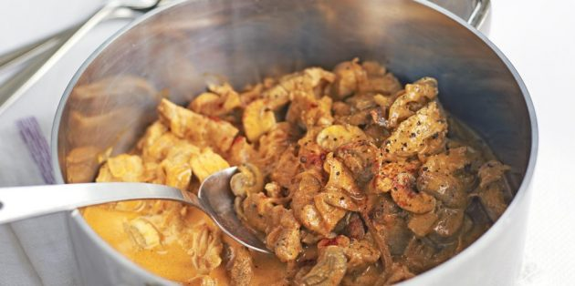 Рецепты со свининой: Пряная свинина с грибами и сметаной