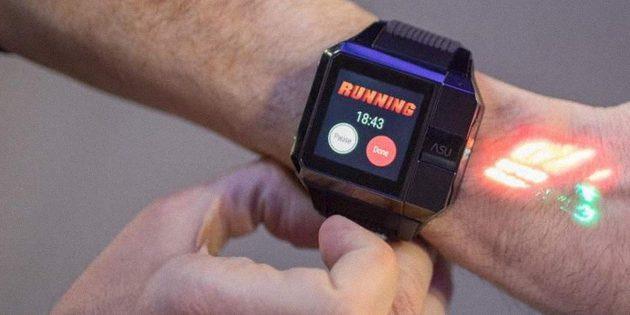 Умные часы с проектором, которые используют руку как второй экран