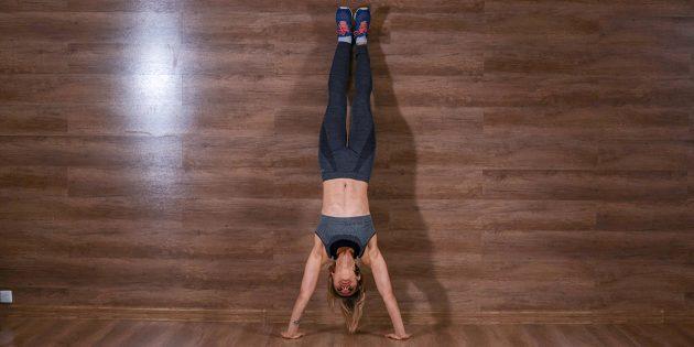 Домашние тренировки для начинающих: Стойка на руках рядом со стеной