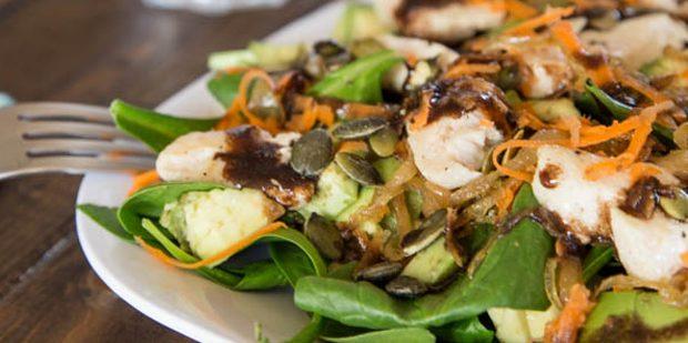 Лучшие рецепты с имбирём: Салат с курицей, шпинатом и имбирём