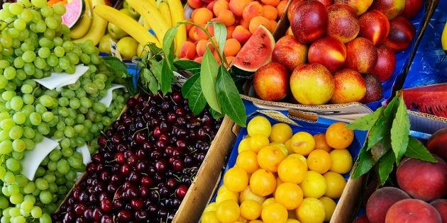 выбирать фрукты