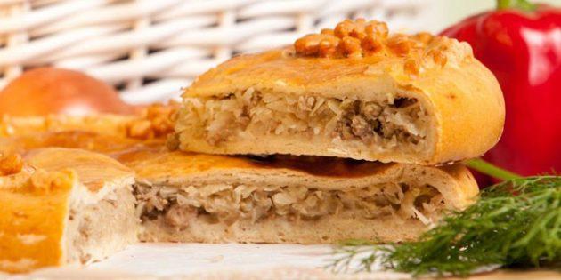 Дрожжевой пирог с мясом и капустой