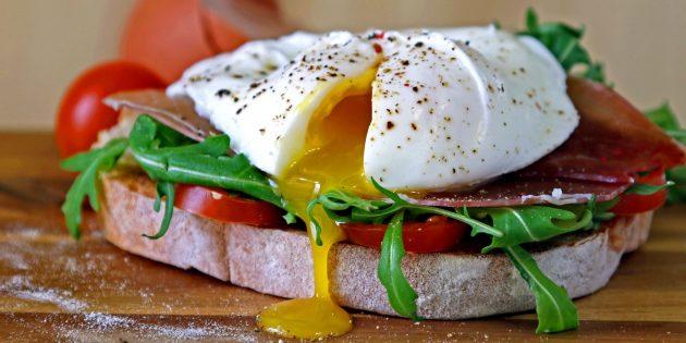 Как приготовить яйцо пашот в кастрюле без специальных приспособлений