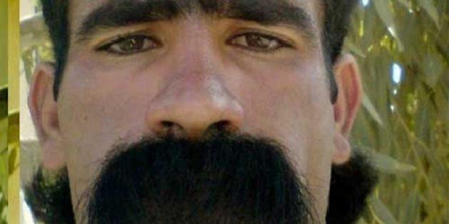 густые усы