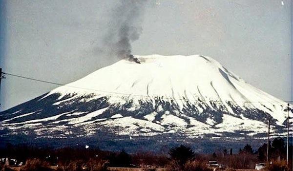 Розыгрыши на 1 апреля: проснувшийся вулкан