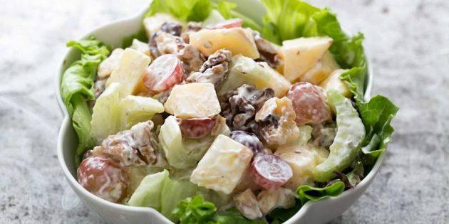 Рецепты с яблоками: Салат с яблоками, виноградом и сельдереем