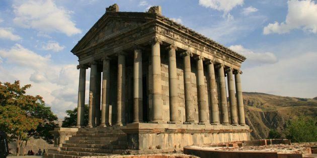 Страны ближнего зарубежья: языческий храм Гарни в Армении