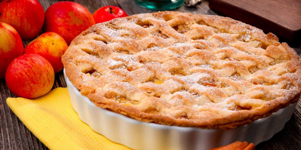 Как тушить яблоки с сахаром