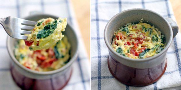 Что приготовить на завтрак: киш из шпината и чеддера в кружке