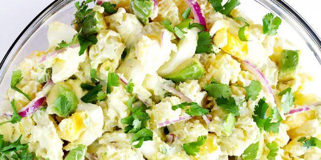 Салат с картошкой, сельдереем и авокадо