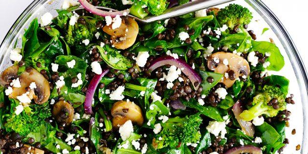 Овощной салат с брокколи, шпинатом и чечевицей