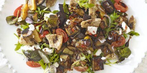 Салат с запечёнными баклажанами и лавашом в мятной заправке