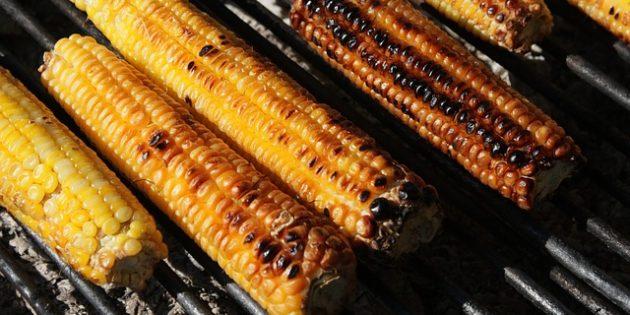 Рецепты на гриле: Кукуруза с маслом с травами