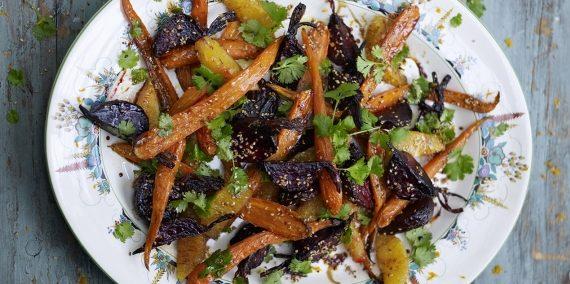 Овощной салат с запечёнными свёклой и морковью