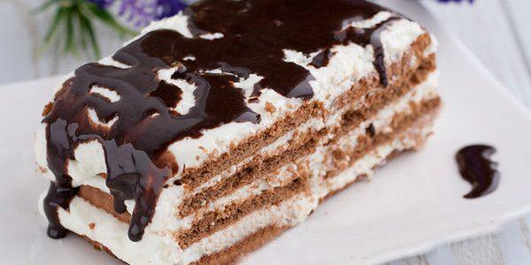 Торт из печенья со взбитыми сливками и шоколадной глазурью