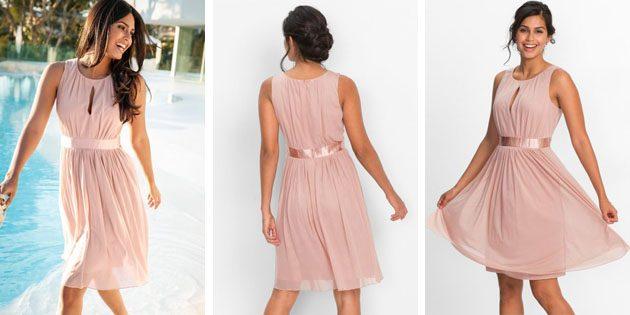 Платье с сатиновой лентой и кокетливым вырезом от Bonprix