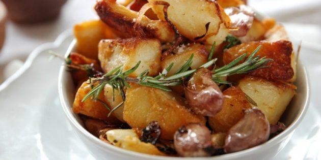Картошку по-деревенски надо подавать горячей