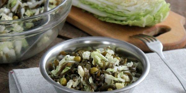 Овощной салат с пекинской капустой и горошком