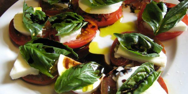 Лучшие рецепты с базиликом: Капрезе с базиликом