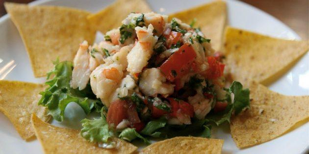 Лучшие рецепты с базиликом: Салат с базиликом и черри и креветками