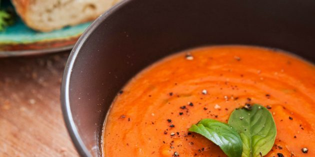 Лучшие рецепты с базиликом: Томатный суп с базиликом